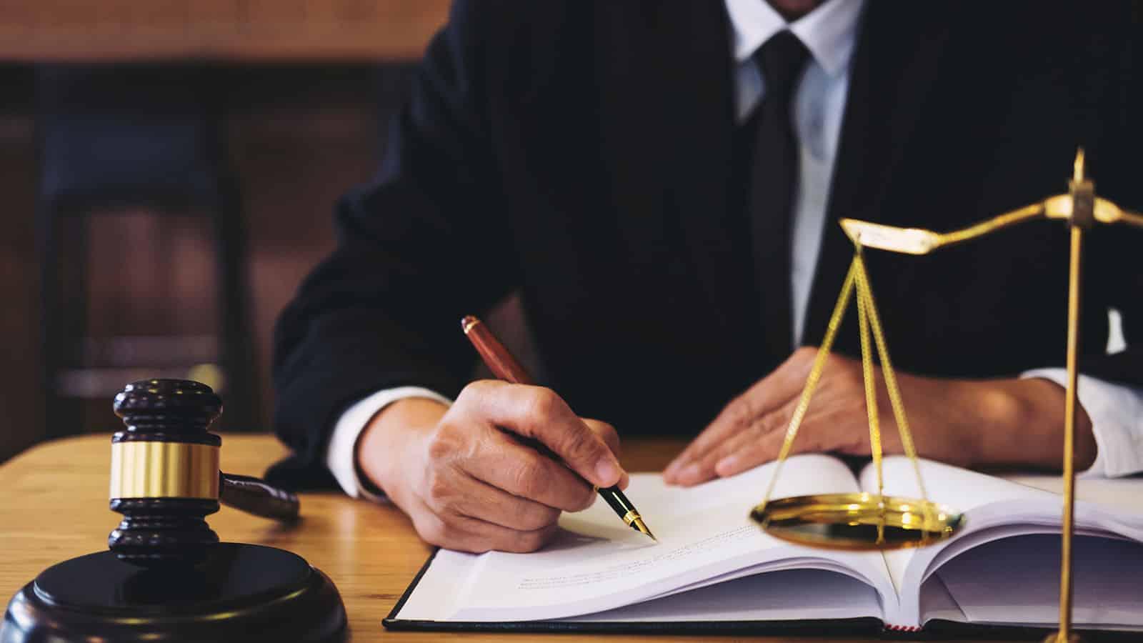 بهترین وکیل شرکتها در مشهد